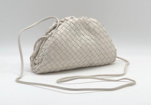 Женская сумка Bottega Veneta Pouch Mini белая